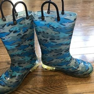 Boys rain shoes